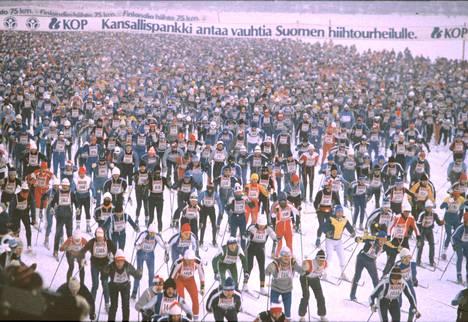 Finlandia-hiihtäjiä vuonna 1985.