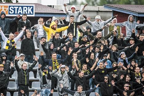AIK-kannattajat matkasivat joukkueensa perässä Ouluun.