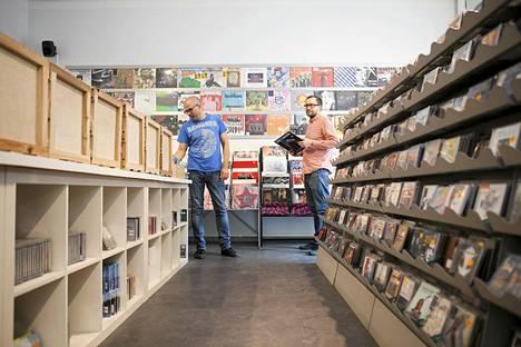 Stupido Shop meni konkurssiin kesäkuussa. Kuvassa omistajat Aleksi Pahkala (oik.) sekä Jorma Ristilä.