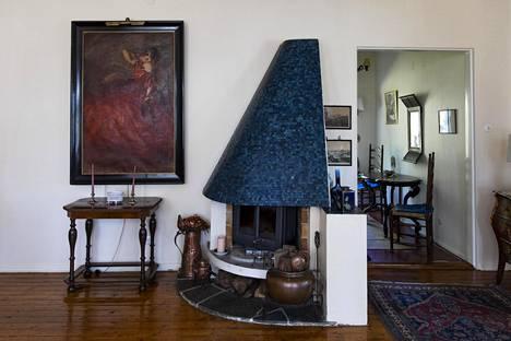 Olohuoneen kaunis mosaiikkitakka on Ulf Hagertin isän piirtämä.