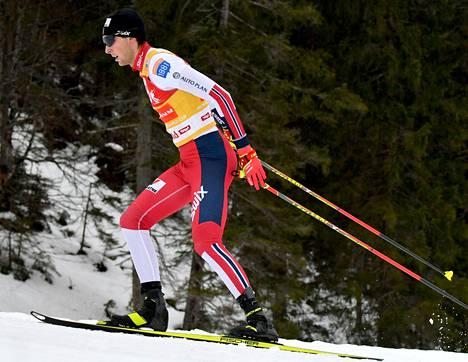 Norjan Jarl Magnus Riiber hiihti voittoon Seefeldissä.
