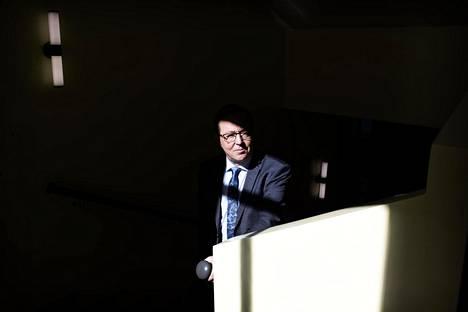 Suomen pitäisi keventää linjaansa lähemmäksi Euroopan yleisesti käytettyjä matkustuskriteerejä, sanoo elinkeinoministeri Mika Lintilä (kesk). Se on hänestä välttämätöntä monen yrityksen toiminnalle.