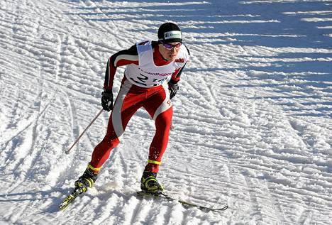 Juha Lallukka vauhdissa miesten vapaan 10 km matkalla Jyväskylän SM-hiihdoissa 21. maaliskuuta 2014.