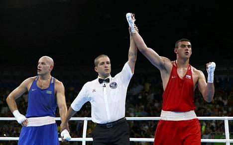 Jevgeni Tishtshenko julistettiin raskaan sarjan mestariksi.