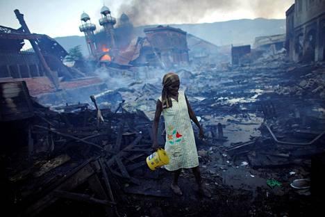 TUHOISA JÄRISTYS. Haitin pääkaupunkiin Port-au-Princeen iski yksi vuosikymmenen tuhoisimmista maanjäristyksistä 12. tammikuuta 2010. Arvioidaan, että järistyksen seurauksena kuoli yli 200 000 ihmistä.