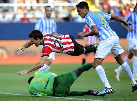 Athletic Bilbaon pelaajat vaativat tästä tilanteesta rangaistuspotkua.