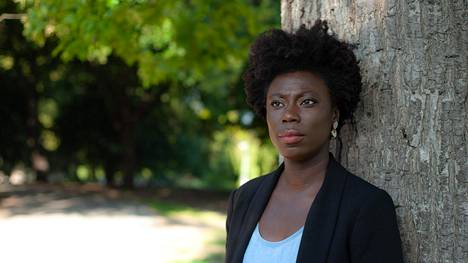 """Nikki Yeboahin mukaan levottomuuksissa on osittain kyse myös toivottomuuden tunteesta. """"Mikäli yhteiskunta kääntää sinulle selkänsä, miksi suojelisit sitä, kun se ei suojele sinua?"""