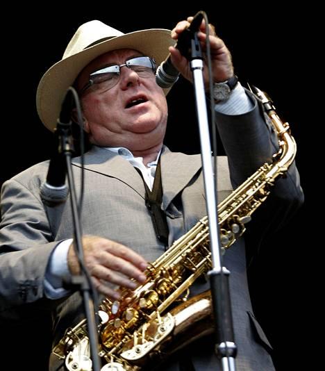 Muusikkolegenda Van Morrison esiintymässä Espanjassa vuonna 2005.