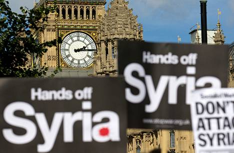 Mielenosoittajat vastustivat torstaina Lontoossa Britannian osallistumista Syyrian hallinnon vastaiseen sotilaalliseen iskuun.