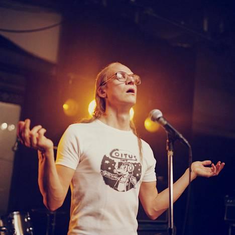 Riku Nieminen laulaa Juice-elokuvassa kuultavat kappaleet itse.