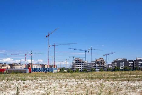 Uusia asuntoja nousee Rivas-Vaciamadridin alueelle lähellä Espanjan pääkaupunkia Madridia.