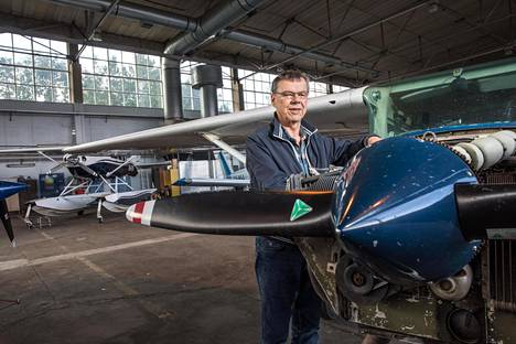 Mark Bakerin ilmailutoiminnalta uhkaa pudota pohja, jos häneltä otetaan oikeus käyttää Malmin lentokentän hangaaria