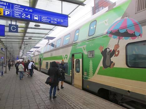 Koronavirus sai ihmiset etätöihin, mikä näkyy junissa.