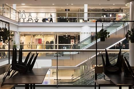 Koronakriisi hiljensi Citycenter-kauppakeskuksen Helsingin keskustassa.