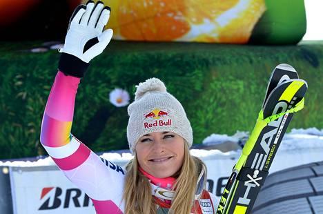 Lindsey Vonn otti historiallisen voiton Cortina d'Ampezzon syöksyssä.
