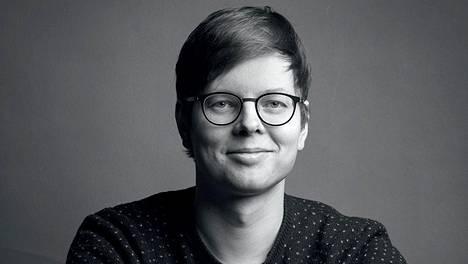 Kirjailija Juhani Karila.