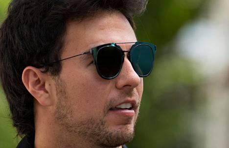 Sergio Perez ei Hawkersin huumoria sulattanut. Tässä syyskuussa otetussa kuvassa näkyvien aurinkolasien merkistä ei ole varmuutta.