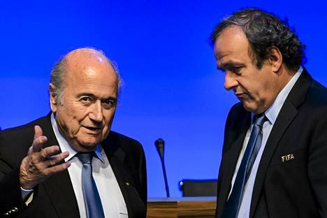 Sepp Blatter ja Michel Platini.
