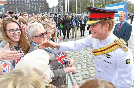 Prinssi Harry tapasi virolaisia Tallinnassa perjantaina.