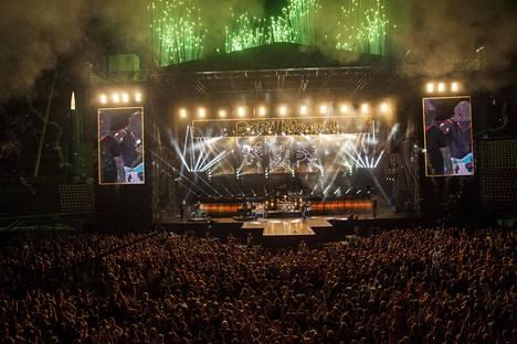 Eppu Normaalin konsertti Ratinan areenalla elokuussa 2016 päättyi ilotulitukseen.