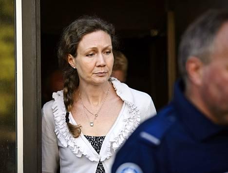 Aviomiehensä murhasta syytetyn Anneli Auerin puolustuksen mielestä poliisin pitäisi tutkia tekoa lisää.