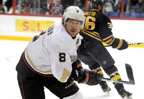Teemu Selänne jäi ilman tehopisteitä NHL-avauksessa.