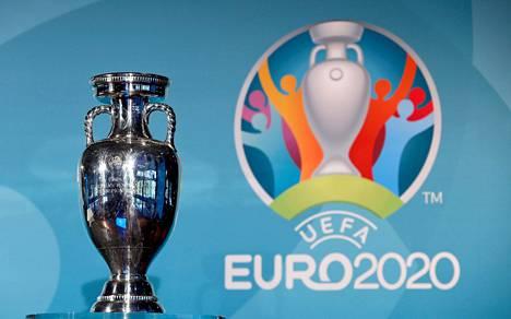 Euroopan jalkapalloliiton lääketieteellinen neuvonantaja Daniel Koch uskoo, että tämä pokaali menee jakoon tulevana kesänä.