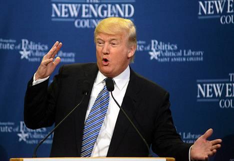 Donald Trump puhui business- ja politiikan johtajien seminaarissa New Hampshiressa tiistaina.