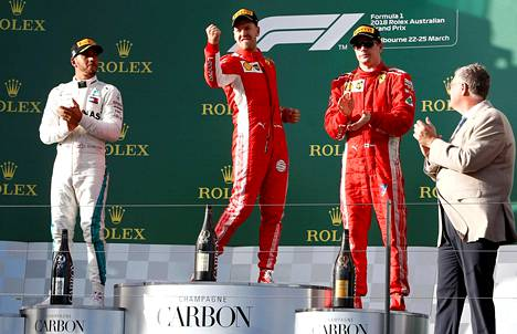 Sebastian Vettel juhli kauden avauskilpailun voitto Melbournessa.