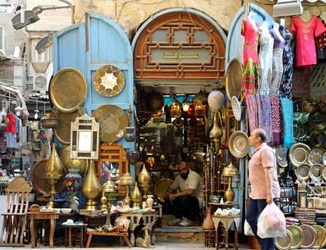Khan el Khalilin basaarialue on suosittu nähtävyys ja ostospaikka Kairossa.