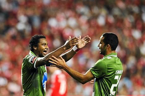 Tässä Bragan brasilialaispuolustaja Ismaily (oik) ja hyökkääjä Alan Silva juhlivat maalia Portugalin liigassa.