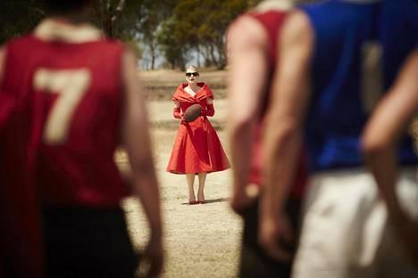 Kate Winslet sykähdyttää elokuvassa kaikin puolin.