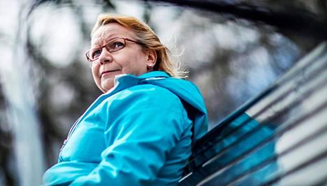Hanna Maidell kävi perjantaina kahdessa tutkimuksessa. Hän joutuu viemään erikoissairaanhoidosta vastaavalta Helsingin ja Uudenmaan sairaanhoitopiiriltä (Hus) saamansa paperit joka kerta itse terveyskeskukseen ja työterveyshuollolle.