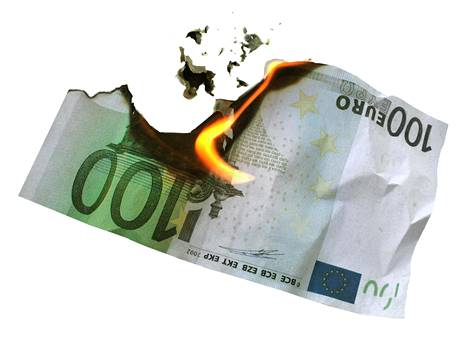 Uusilla lainoilla voi lykätä maksuhäiriömerkintöjä, mutta samalla velkasumma tyypillisesti kasvaa.