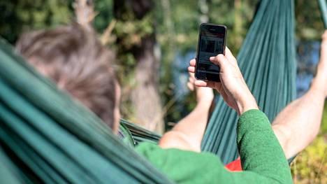 Ulkomailla kännykällä netissä vierailu on yleisesti ottaen kalliimpaa kuin kotimaassa. Lomalaisen kannattaa suosia wifiä aina kun mahdollista.