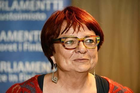 Europarlamentaarikko Tarja Cronberg toivoo, että karenssista edes keskusteltaisiin Suomessa.