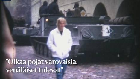 Voittaneen erikoisartikkelin alussa näkyy Prahan kaduille vyöryviä neuvostopanssareita.