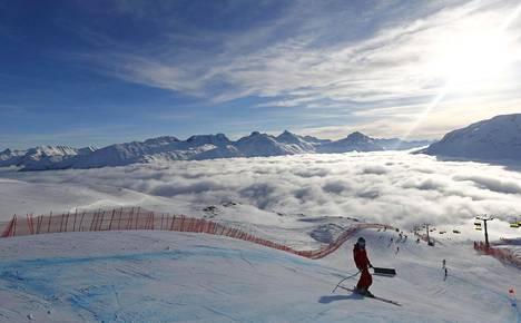 Laakson vallannut aamusumu häiritsi naisten super-G:n harjoitusten aloitusta torstaina Sveitsin Sankt Moritzissa, jossa kilpaillaan alppihiihdon MM-titteleistä.