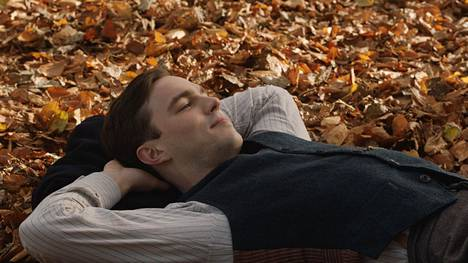 Nicholas Hoult näyttelee J.R.R. Tolkienia Dome Karukosken elokuvassa.