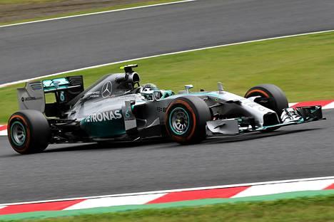 Nico Rosberg kiitteli tallitiimiään.