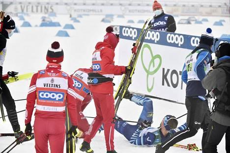 Poliisin käytössä on ollut runsaasti kuvamateriaalia tapahtumista. Aleksandr Bolšunov kaatui maalialueella Joni Mäen päälle. Lievä pahoinpitely tapahtui 24. tammikuuta Lahden maailmancupissa.