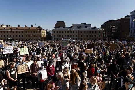 Helsingissä järjestettiin rasismia ja poliisiväkivaltaa vastustava Black Lives Matter -mielenosoitus kesäkuun alussa.