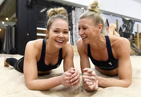 Riikka Lehtonen (oik.) ja Niina Ahtiainen joulukuussa 2018.