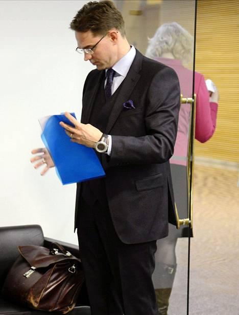 Pääministeri Jyrki Katainen sai selostaa hallituksen laskelmia kansanedustajille ja toimittajille.