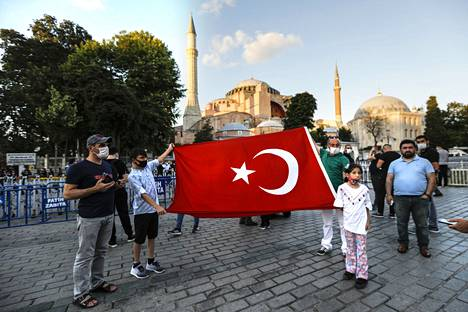 Turkin muslimipiireissä päätös oli odotettu.