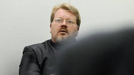 Valtioneuvosto aikoo peruuttaa Love FM -radiokanavan toimiluvan, mikäli Johan Bäckman tulee sen omistajaksi.