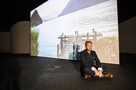 Ragnar Kjartanssonin Vene otettiin yhdellä otolla kaksoissisarten vuorotellessa roolissa. Teos kestää kaksi tuntia ja 36 minuuttia.