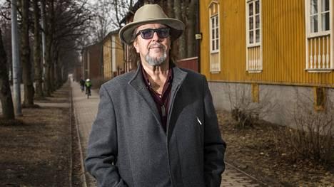"""Legendaarinen laulaja ja lauluntekijä Heikki Harma eli Hector saa Poriin omaan tuotantoonsa nojaavan konsertin. """"En voinut kieltäytyä kutsusta ja tällaisesta ideasta, jossa on nähty vaivaa sen sijaan, että olisi vain menty aidan matalimmasta kohdasta"""", muusikko sanoo."""