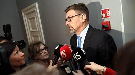Toistaiseksi virastaan pidätetty valtakunnansyyttäjä Matti Nissinen virkarikossyytteidensä käsittelyssä korkeimmassa oikeudessa marraskuussa.