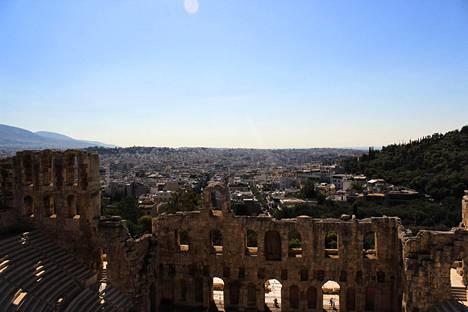 Akropoliin kukkulalta avautuvat ikoniset maisemat.